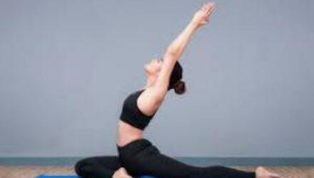 Йога поможет справиться с болью в суставах
