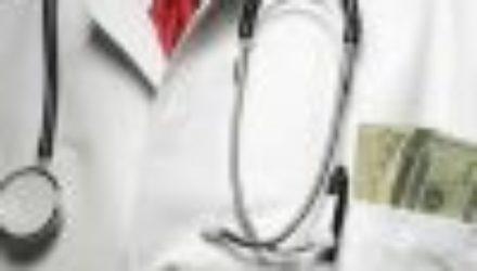 Главный онколог рассказал о вреде курения и колбасы