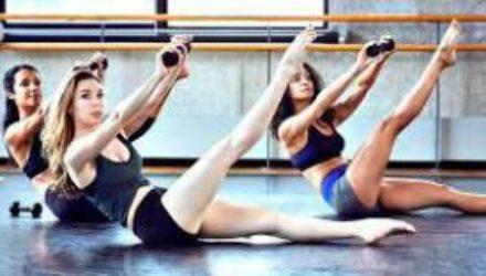 Тренируемся дома: упражнения барре для упругих ягодиц
