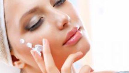 Косметолог: осенью забудьте о гелях для душа и купите увлажнитель воздуха