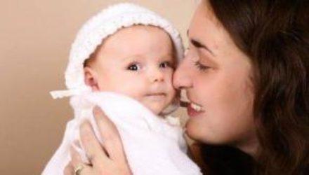 Исследование: младенцы различают «значения объятий» родителей