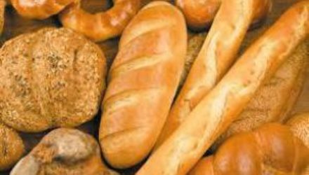 Чем опасен свежий хлеб