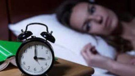 Медики рассказали, с чем могут быть связаны ночные пробуждения